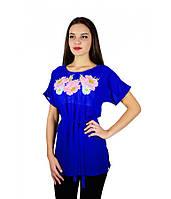 Вышитая женская рубашка синяя с розовыми цветами М-311-5
