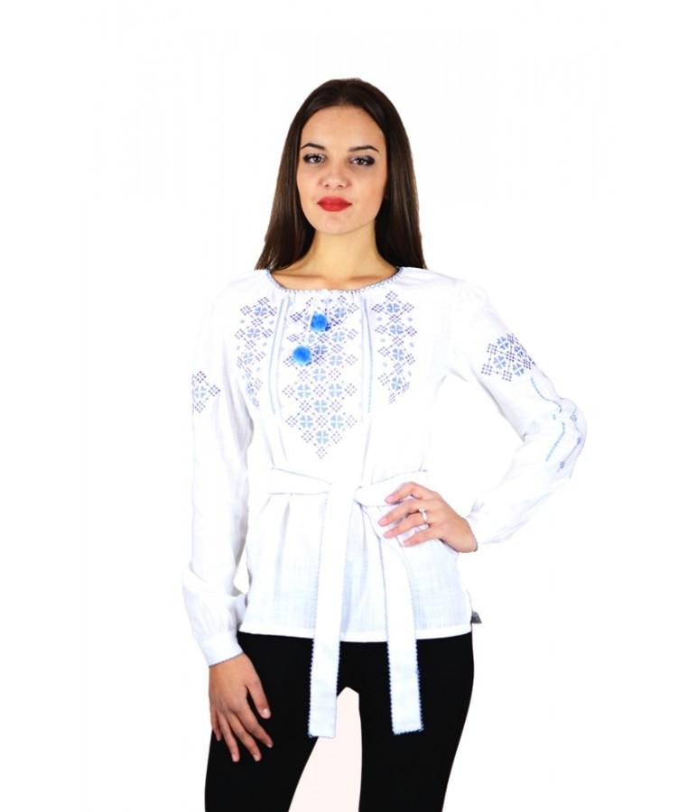 """Вышитая женская рубашка белая """"Васильки"""" М-225-2"""