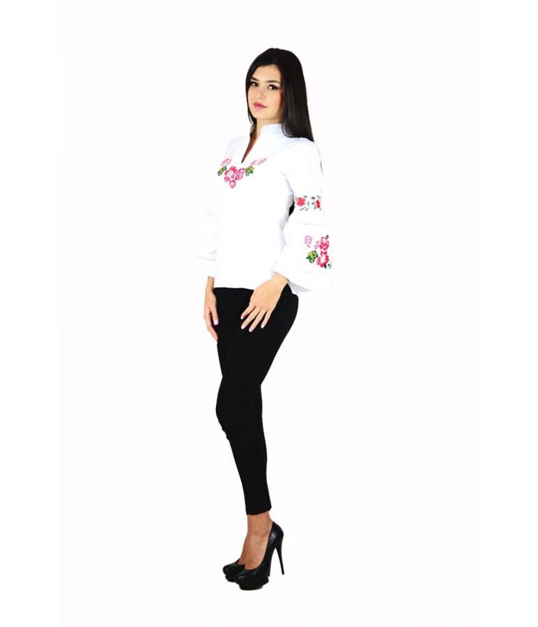 Вышитая женская рубашка белая «Розовые розы» М-220-1 44