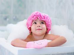 Густі і блискучі: як правильно доглядати за волоссям малюка