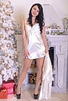 Женский пеньюар с халатом украшен мягким кружевом