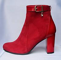 Красные женские замшевые весенние полусапожки на высоком каблуке с лаковой пяткой