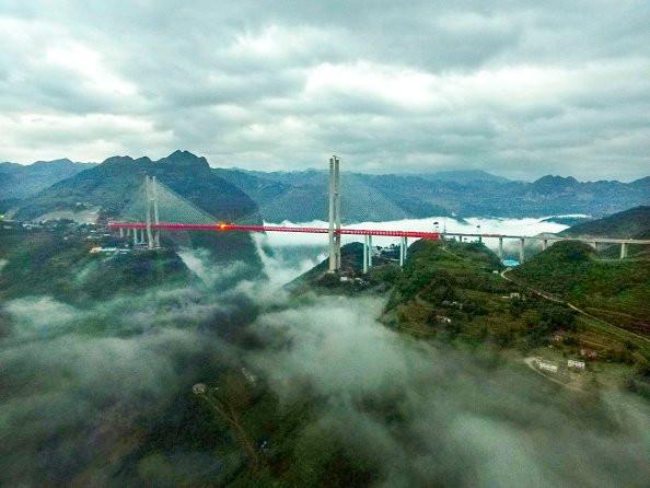 Открыт самый высокий подвесной мост в мире (ФОТО)
