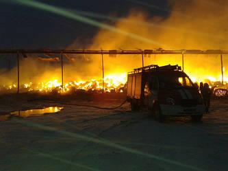 Крупный пожар: в Черкасской области загорелось сенохранилище