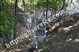 Начало строительства подпорной стенки из габионов