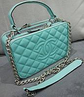 Маленькая женская сумка бирюзового цвета Chan... Материал эко кожа. Размер 23х15