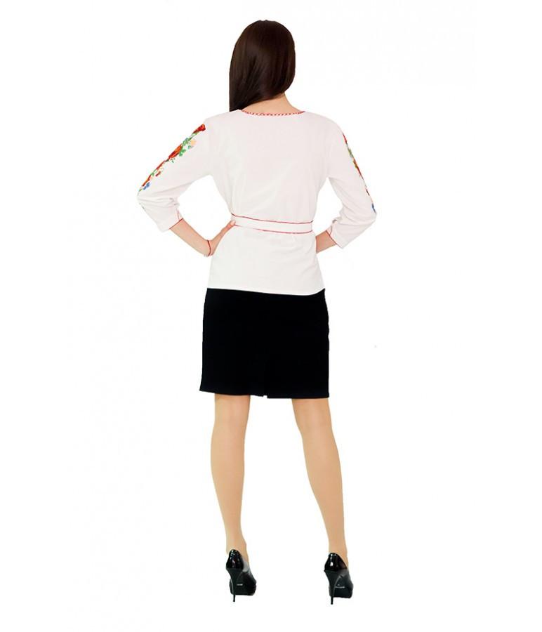 """Вышитая женская рубашка белая """"Маки"""" М-224-1"""