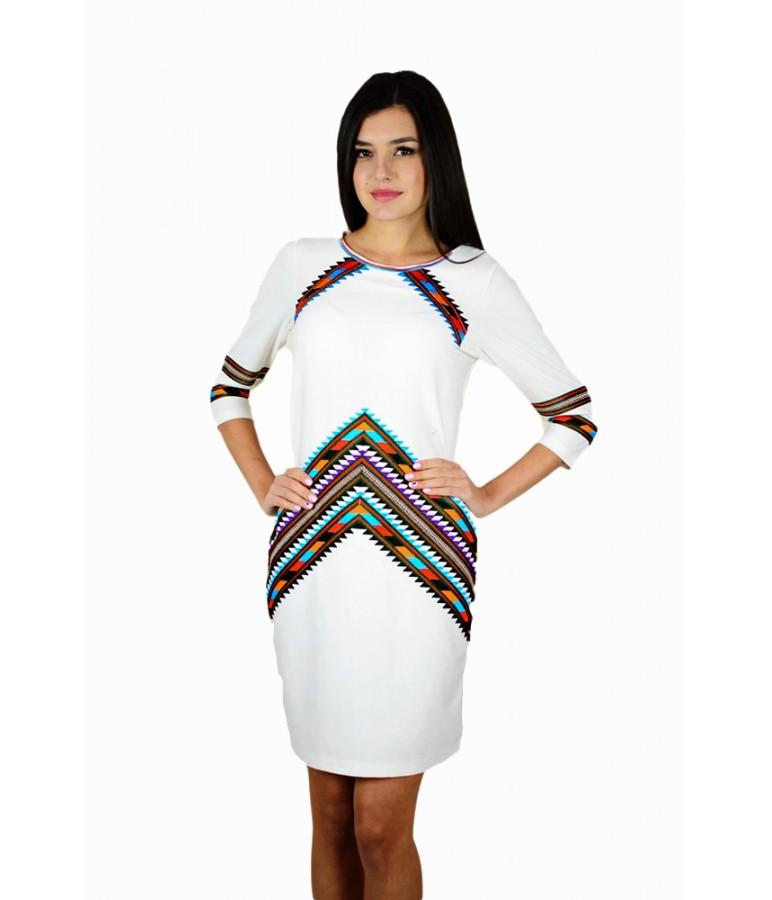 Вышитое платье белое М-1054 44