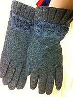 Кашемировые перчатки подкладка плюш  украшены кружевами розочками