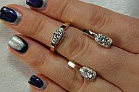 Комплект серебряных украшений - серьги и кольцо с золотыми вставками