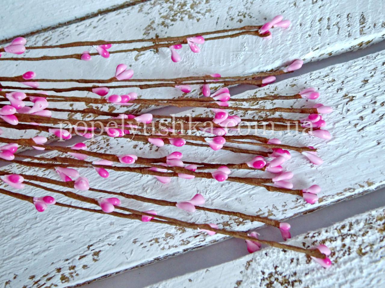 Квіткові тичинки рожеві