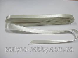 Стрічка атласна  двостороння 1 см. (10 метрів)  молочна Н 02