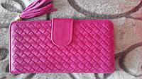 Яркий женский кошелек из искуственной кожи розового цвета