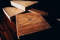 Деревянный футляр для свадебных фотографий с флешкой на магнитах 150*150*18, фото 1