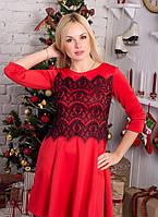 Красивое красное  укороченное приталенное платье с гипюровой черной вставкой.