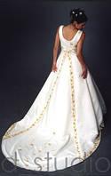 Стильное свадебное платье со шлейфом
