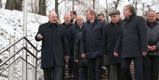 Беларусь ликвидирует колхозы до лета