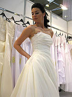 Новые свадебные платья собственного производства, оптовые скидки