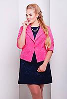 Короткий женский пиджак на одну пуговицу из жаккарда кораллового цвета