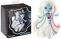 Фигурка Monster High Vinyl Abbey Figure из коллекционной виниловой серии.