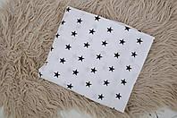 Простынь на резинке, белая с черными звездами
