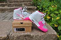 Кроссовки Nike Air Yeezy 2 женские серого цвета c розовым кожаные