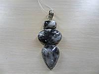 Кулон из натурального камня агат в серебре.