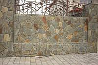 забор из серо-коричневого андезита