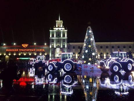 Сельхозтехника танцует вальс и танго: необычное новогоднее шоу показали на площадке Минского тракторного завода (ВИДЕО)