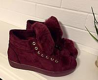 Стильные женские ботинки на плоской подошве с меховым язычком, утеплены байкой. Цвет марсала