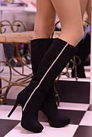 Стильные женские сапоги искусств. замш, декорированы стразами, на высоком каблуку