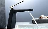 Смеситель кран однорычажный в ванную комнату для умывальника черный с золотом, фото 2