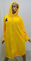 Махровый женский халат на змейке с капюшоном желтый
