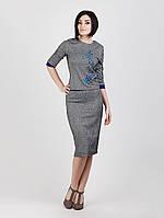 Модный деловой женский костюм серого цвета