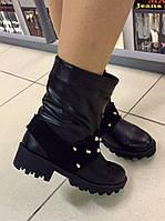 Женские ботинки натуральная кожа, внутри на байке, декор шипы. Цвет черный