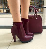 Женские ботинки на высоком каблуку 10 см, материал искусств. кожа, вставки резинки. Цвет марсала