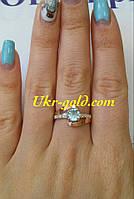 Красивое кольцо серебро со вставками золота и фианитами