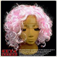 Парик розовый из вьющихся искусственных волос.