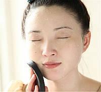 Угольно-бамбуковая губка  для очищения лица.