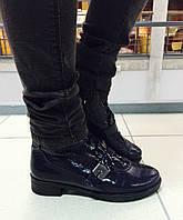 Стильные женские ботинки демисезонные натуральная лаковая кожа рептилия. Темно-синий цвет