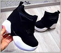 Стильные женские кроссовки на скрытой танкетке, цвет черный+белый