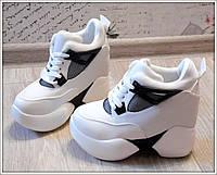 Стильные женские кроссовки на скрытой танкетке, цвет белый