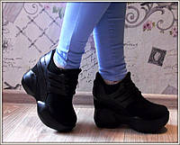 Стильные женские кроссовки на скрытой танкетке, цвет черный