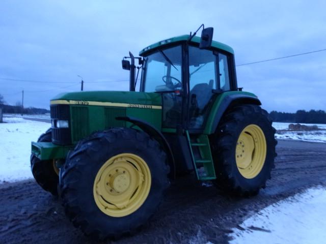 Трактор John Deere 6810