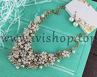Комплект под золото: колье с цветочками и серьги, белый