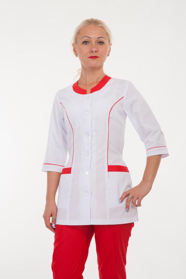 картинка медицинский женский костюм на пуговицах с красными штанами