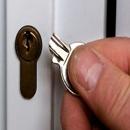 Застрял ключ в замке двери Харьков