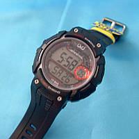 Мужские часы Q&Q M086J001Y кварцевые черные с красным водонепроницаемые WR 100 с подсветкой