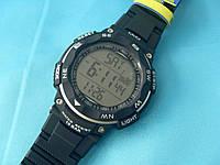 Спортивные часы Q&Q M124J002Y мужские кварцевые черные водонепроницаемые WR 100 с подсветкой