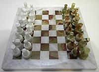 Шахматы из натурального камня (оникс и белый мрамор) в деревянной шкатулке обтянутой бархатом, 20*20 см